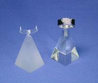 Ring-Pyramide aus Plexiglas, 30x30x45 mm, in klar und gebürstet erhältlich.